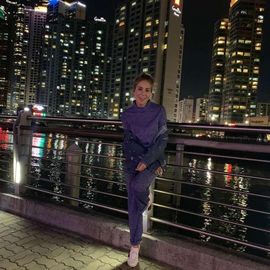 Это вкусно: Юлия Барановская в Южной Корее попробовала жареных личинок