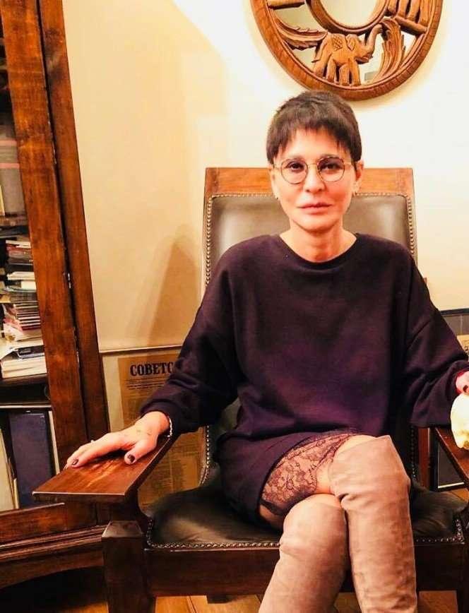 На меня посыпались лепестки роз: Ирина Хакамада вспомнила о подарке мужа
