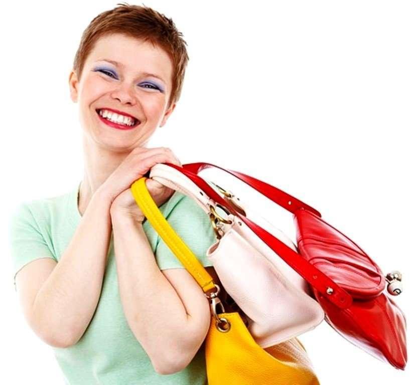 Электрошокер, пилочка, пластырь: 16 вещей, которые должны быть в женской сумке