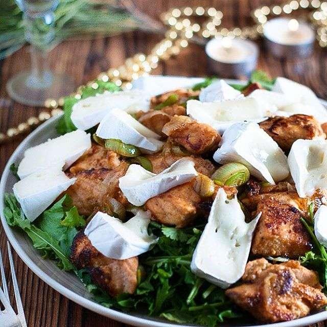 Изысканный теплый салат с семгой к новогоднему столу