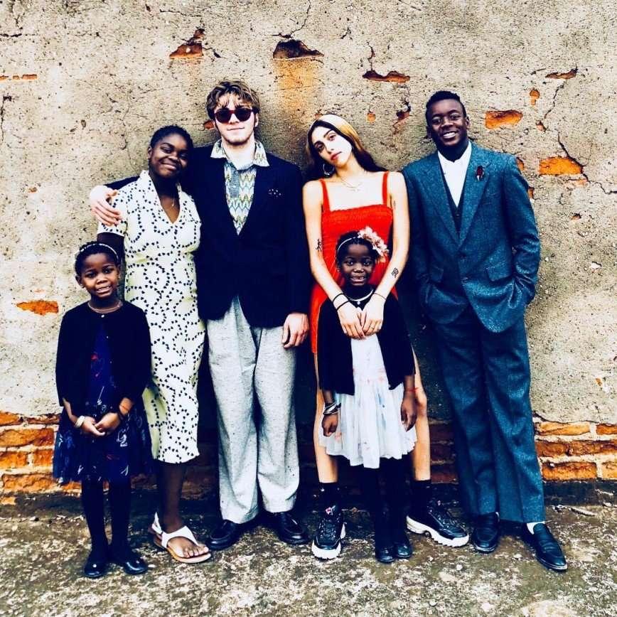 Ценю больше всего: Мадонна собрала на фото всех своих детей