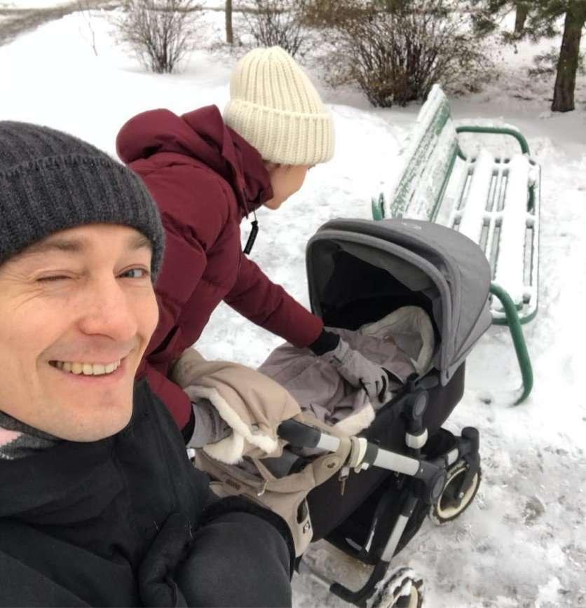 Сергей Безруков сам строит горку для дочки Маши
