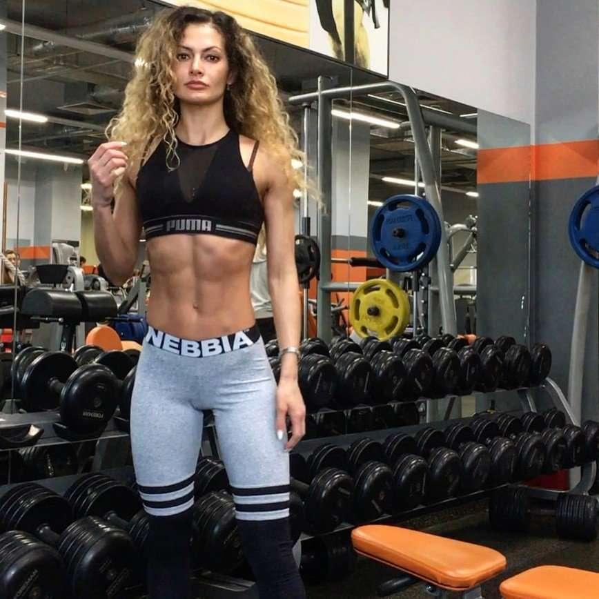Фитнес-модель Айна Варзиева рассказала, как добиться идеальной фигуры