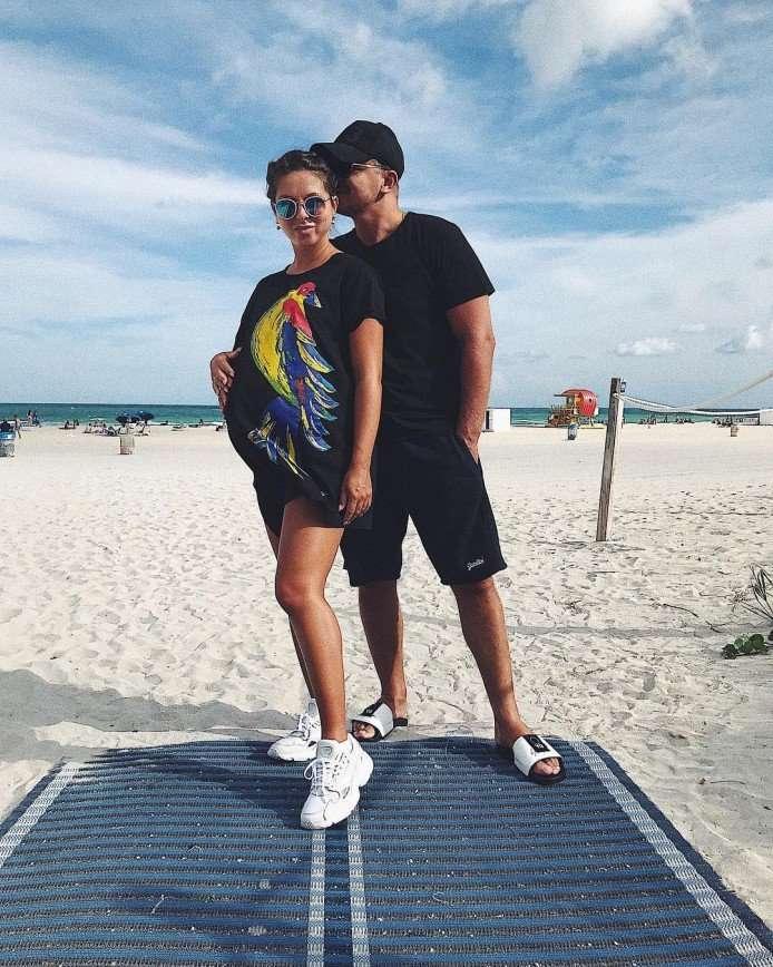 Нюша сделала фото с мужем накануне родов в Испании