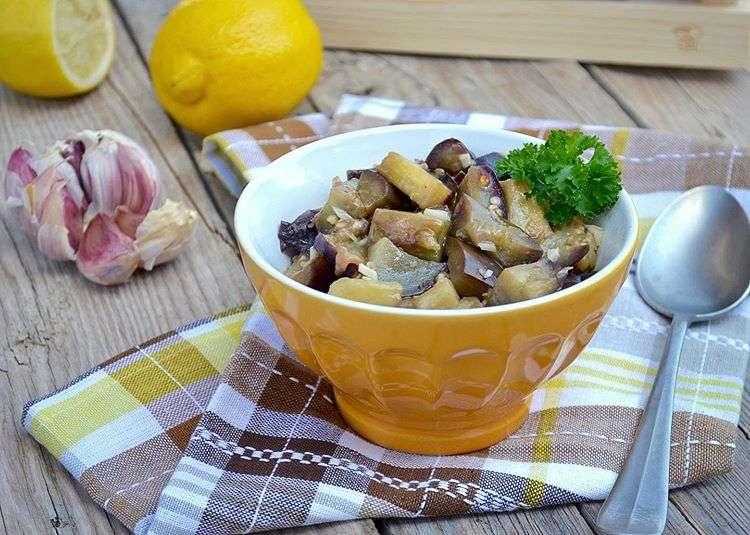 Быстрая и вкусная закуска: баклажаны в медовом соусе