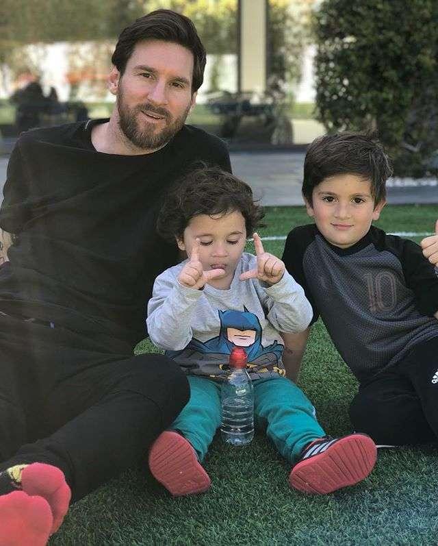 Лионель Месси впервые показал лицо младшего сына