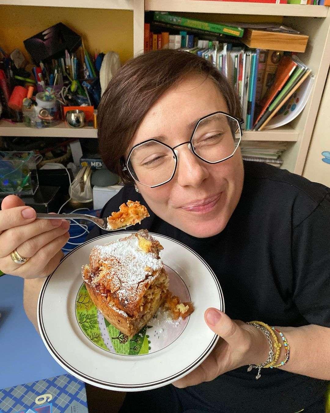 Яблочный пирог с орехами и специями: рецепт от семейства Тутты Ларсен