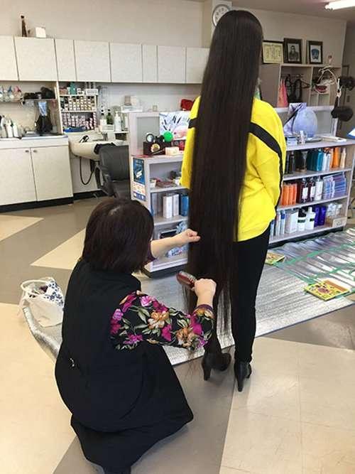 С головы до пят: японка попала в Книгу рекордов Гиннесса благодаря своим волосам