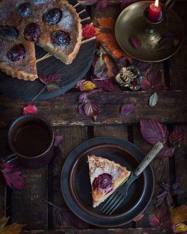 Тарт со сливами и миндальной начинкой от Анжелики Зоркиной