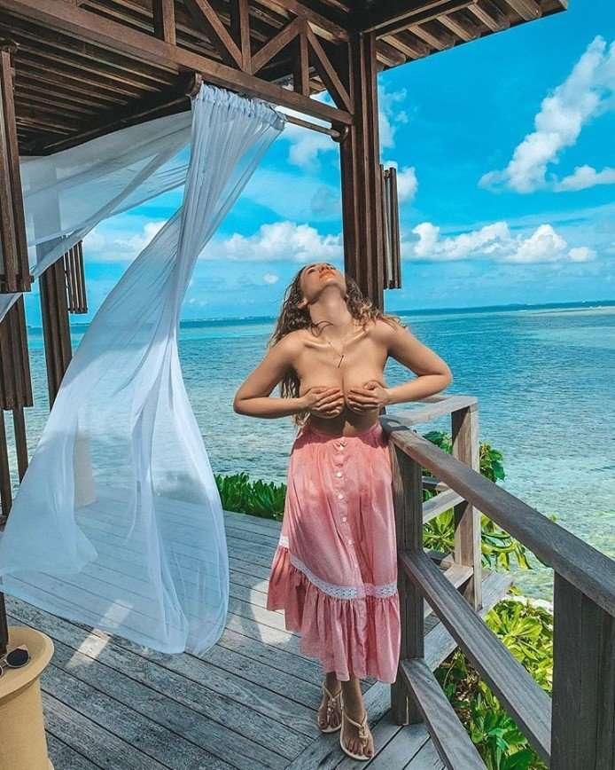 Шикарная женщина: Анфиса Чехова обнажила грудь