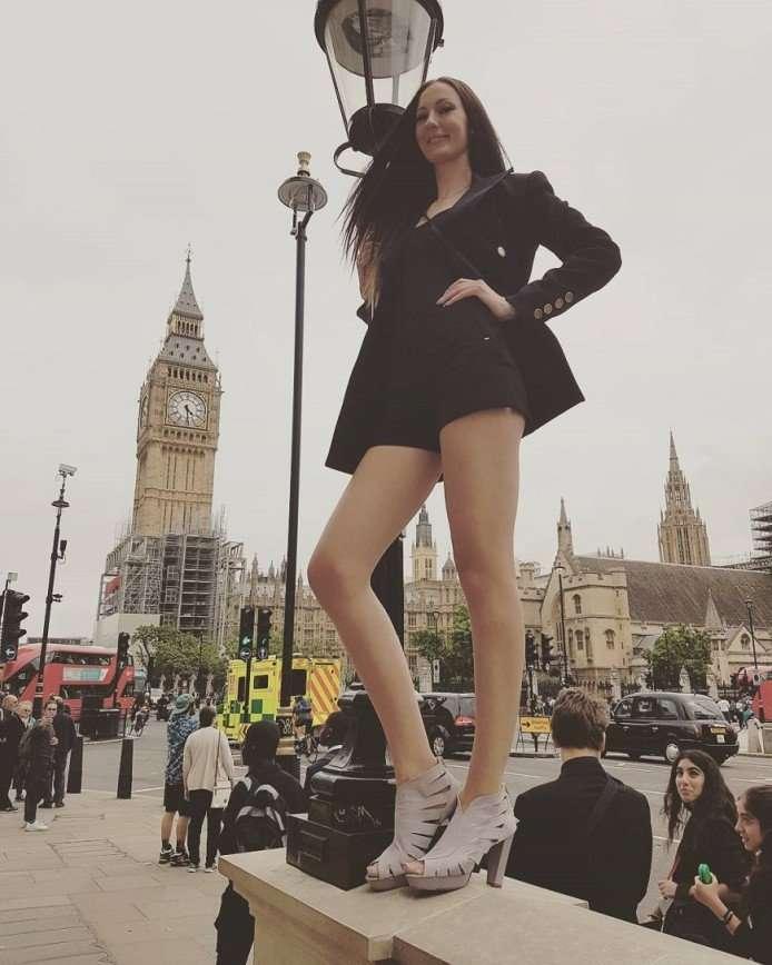 Самая длинноногая девушка живет в России
