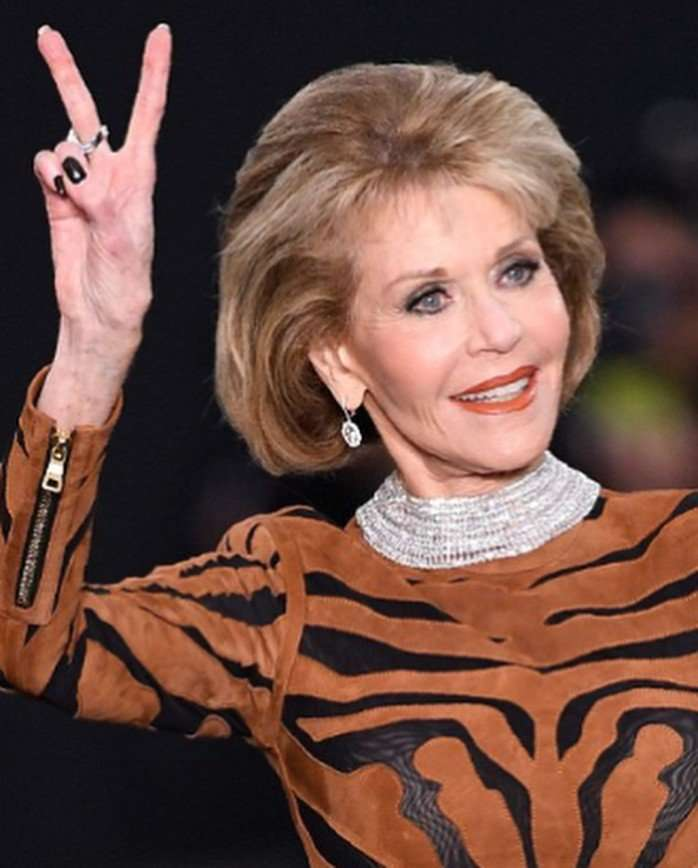 79-летняя Джейн Фонда блеснула на модном показе L'Oreal