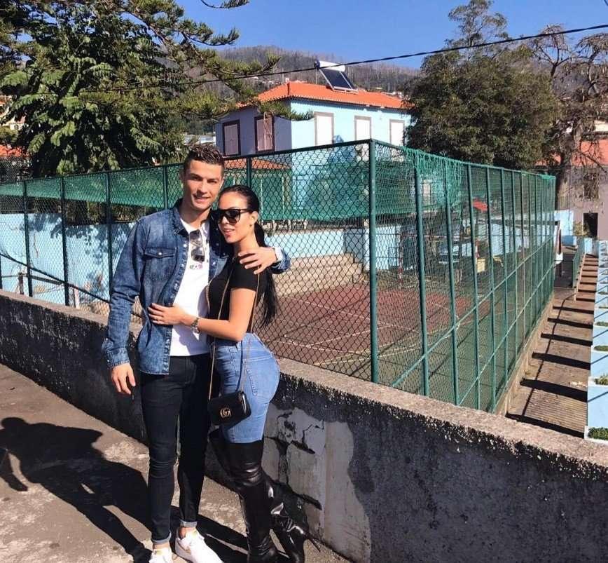 «Просто очень хочет замуж»: невеста Криштиану Роналду показала заботу о детях