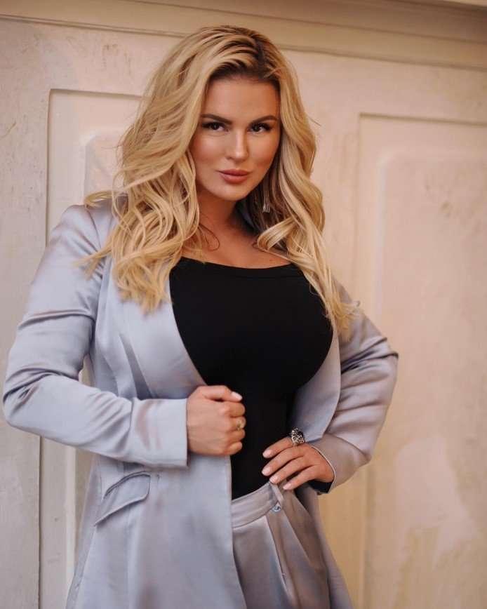 5 российских знаменитостей с пышными формами, которых считают красивее худых