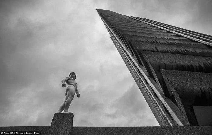 Удивительные фотографии обнаженного Тима Шиффа