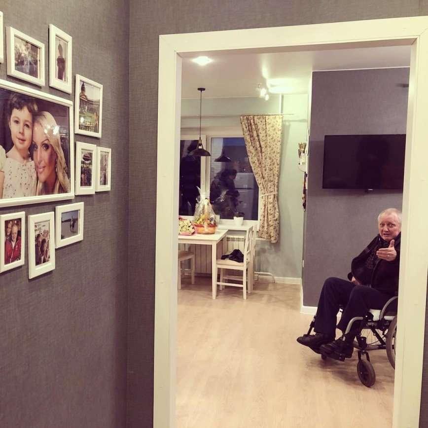 Анастасия Волочкова показала ремонт, сделанный в квартире отца