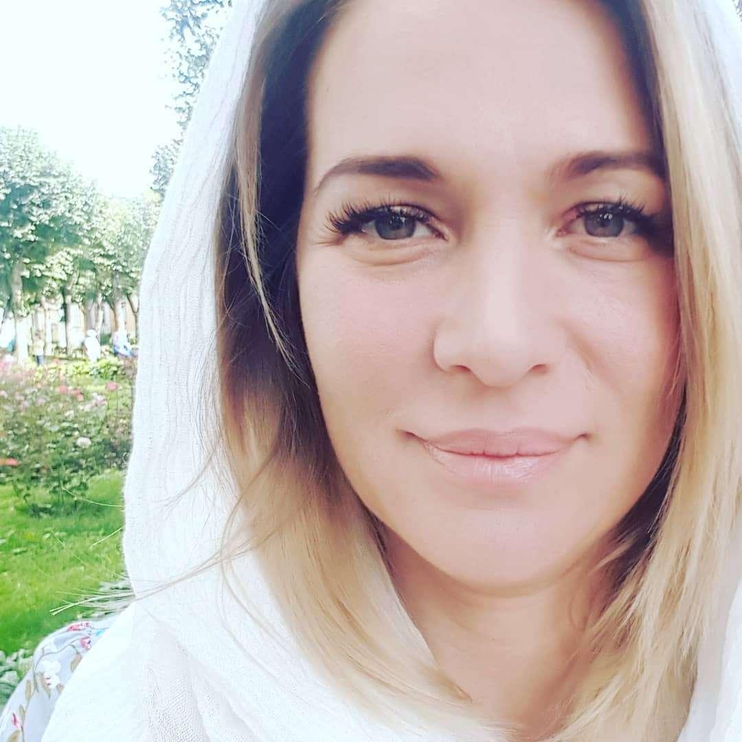 Нектарины и крепкий чай: Виктория Макарская поделилась средствами для свежести лица во время перелетов