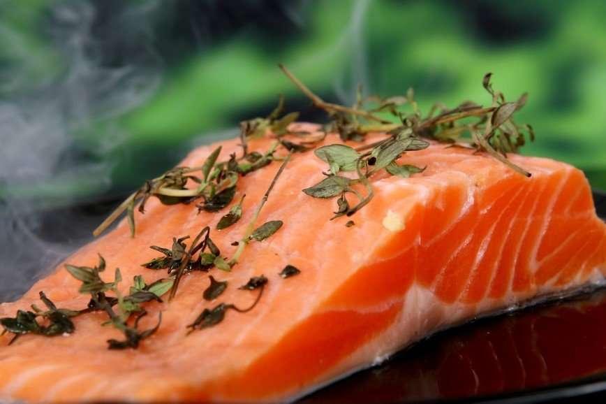 Еженедельное употребление рыбы сделает ребенка умным и улучшит его сон