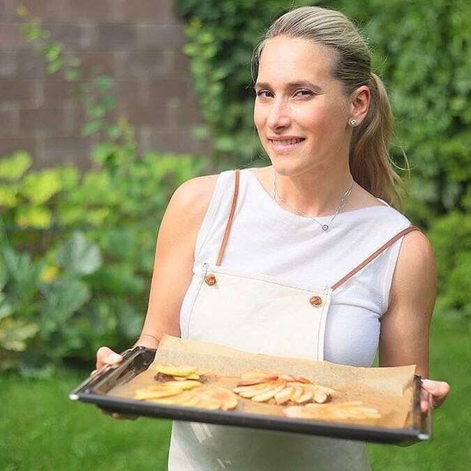 Маша Кравцова: рецепт яблочного тарта без глютена и сахара