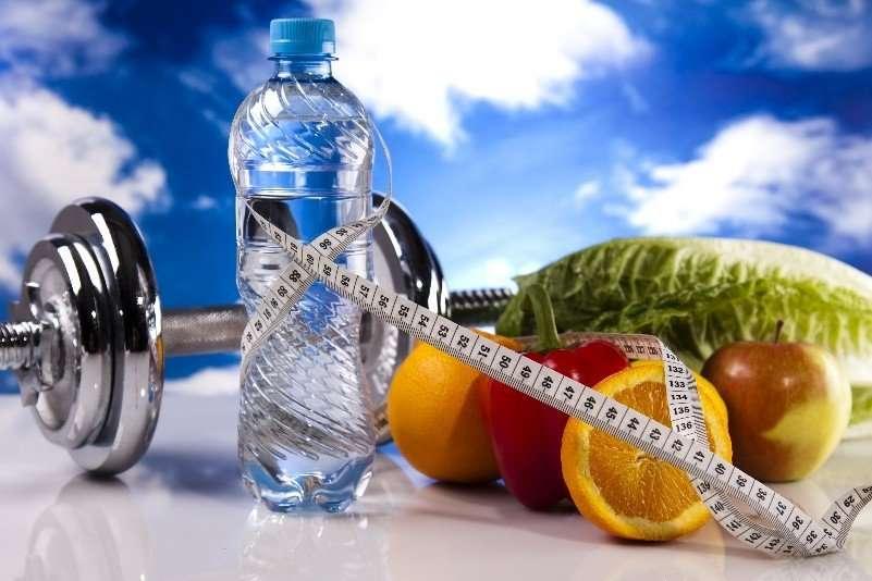 Вода бывает лишней: диетолог оспорил пользу 2 литров жидкости в день